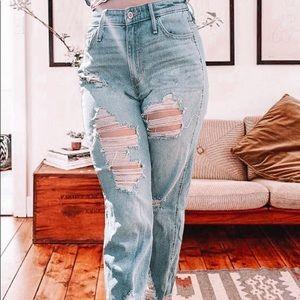 Hollister Ripped Boyfriend Jeans 🌎